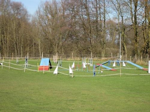 http://www.erdinger-hundeschule.de//images/stories/gelande/small/04-gelaende_0009_klein.jpg